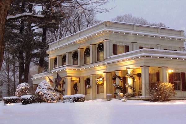 Arlington Inn in the Winter with holiday lights