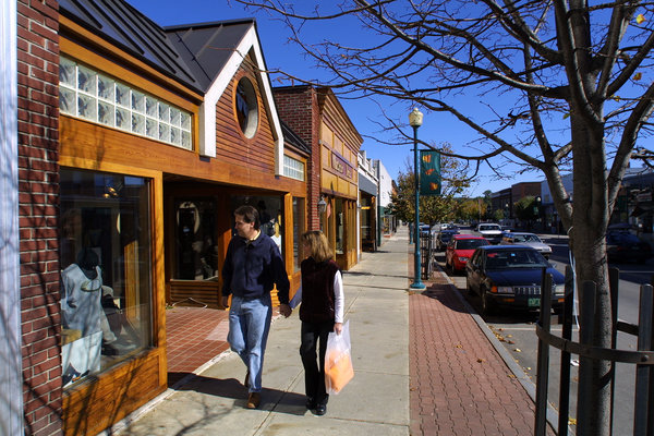 Couple shopping in Newport Vermont